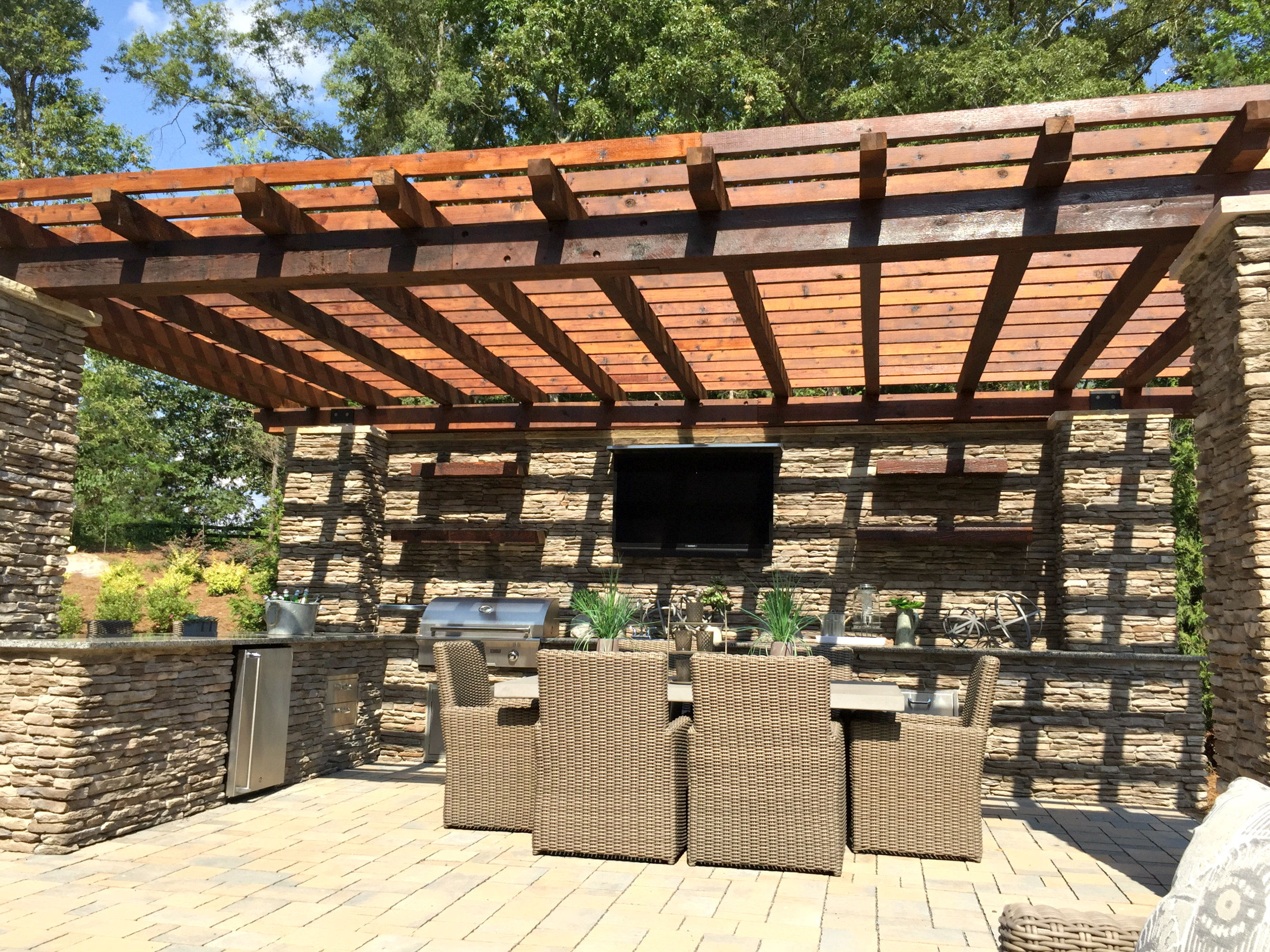 Milano outdoor kitchen pergola weddington waxhaw homes for Outdoor kitchen under pergola